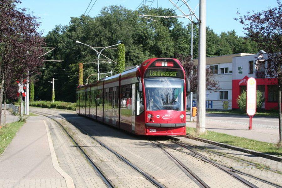 Freiburg_-_tram_at_Landwasser_-_geo.hlipp.de_-_5168